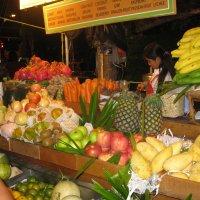 Улицы Бангкока. Фруктовый шейк на любой вкус. :: Лариса (Phinikia) Двойникова