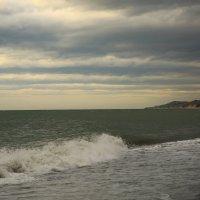 Ненастный вечер на море :: valeriy khlopunov