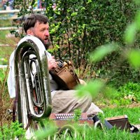 уличный музыкант-виртуоз :: aleksandr Крылов