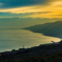 Закат над Ялтой :: Сергей Яворский
