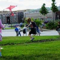 Ребенок наслаждается полетом воздушного змея :: Ирина Крохмаль