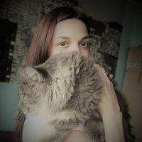 Портрет с котом :: Людмила Монахова