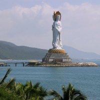 Богиня Гуаньинь на острове Хайнань. :: Николай Карандашев