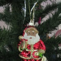Добрый Дедушка Мороз нам подарочки принёс :: Дмитрий Никитин