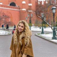 Девушка на Красной площади :: Денис Макеев