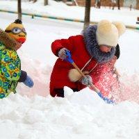 Надо глубже копать, мама сказала, что тут где-то подснежники должны быть.. :: Андрей Заломленков