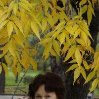 старушка под деревом ))) :: Влад