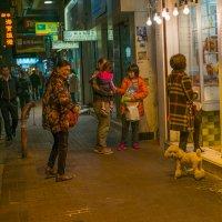 В Гонконге люди много времени проводят не дома - квартиры слишком тесные :: Sofia Rakitskaia