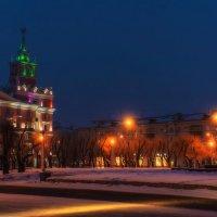 На доме со шпилем новая подсветка. :: Виктор Иванович
