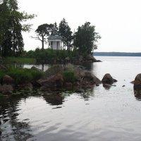 В парке Монрепо. Храм Нептуна (реконструкция, 1999 г.) :: Елена Павлова (Смолова)