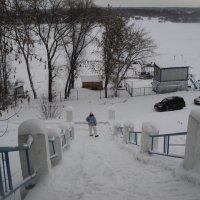 Река Ока  и лыжница в Подмосковной Коломне! :: Ольга Кривых