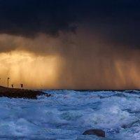 Пыльная буря над побережьем :: Юрий Вайсенблюм