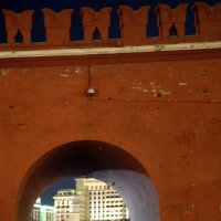 пройти сквозь стену-кремлевскую :: Олег Лукьянов