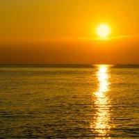 Закат на море. :: Vladimir Lazarev