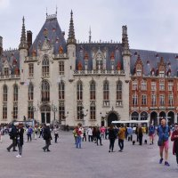 Брюгге.На рыночной площади.Ратуша. :: ирина )))
