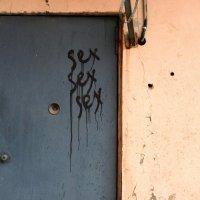 Прогуливаясь питерскими дворами вокруг Спаса На Крови :: Виктор | Индеец Острие Бревна