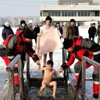 Крещенские купания в г.Хабаровске  серия 5\\4 :: Николай Сапегин