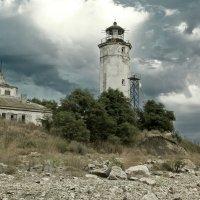 брошенный маяк :: Oksana Verkhoglyad