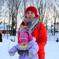 Катрин с племяшкой зажигают на морозе... :: Анна Шишалова