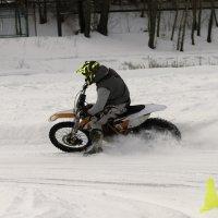 Вот новый поворот и мотор ревёт... :: Yuri Chudnovetz