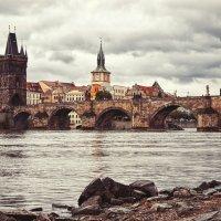 Карлов мост на реке Влтава в Праге :: Сергей Кокотчиков