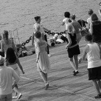 Танцы на улице :: Svetlana Kas