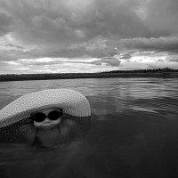 Пупание перед дождем. :: Сергей Скуратов