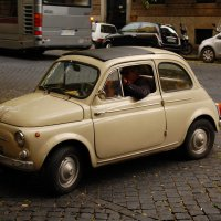 Легендарный итальянский народный автомобиль на улочках Рима :: Сергей Лошкарёв