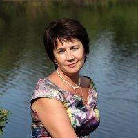 У озера. :: Татьяна Беляева