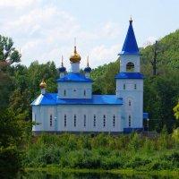 Храм над рекой :: Сергей Беляев