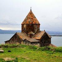 Храм Сурб Аракелоц на озере Севан в Армении :: Денис Кораблёв