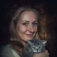 ДЕВУШКА С КОТЁНКОМ :: Sergey Komarov