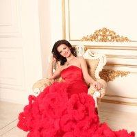 in red :: Sandra Snow