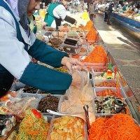 Ряд с корейскими блюдами... :: Асылбек Айманов