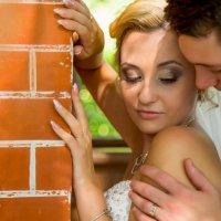 жених и невеста у керпичной стены :: Егор Чеботаренко