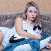 Алеся и кошка :: Андрей Кулаков
