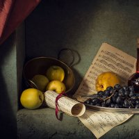 Желтые яблоки и черный виноград :: Карачкова Татьяна