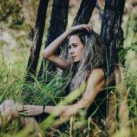 Девушка в лесу :: Анастасия Григорьева