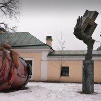 Дворик музея городской скульптуры :: Наталия П