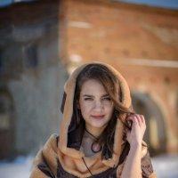 Девушка у замка :: Наталья Захарова