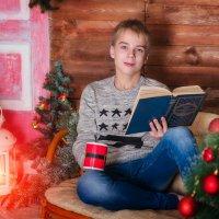 С книгой... :: Ольга Егорова