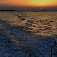 На закате, Эгейское море :: Владимир Брагилевский