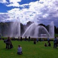 Парк цветов (серия). Любуясь фонтанами :: Nina Yudicheva