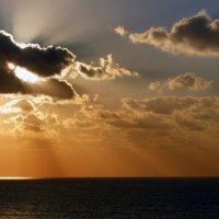 Солнце идёт спать. :: Пётр Беркун