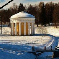 Храм Дружбы и Чугунный мостик... :: Sergey Gordoff