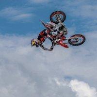 Летающий в облаках 1 :: Андрей Бондаренко