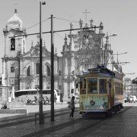 Старый трамвай на улицах Порту... :: Cергей Павлович