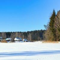 Домики на берегу замерзшего озера :: Милешкин Владимир Алексеевич