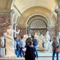 Лувр в греческом зале :: Sergej