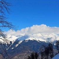 В снегах, горящих, как алмаз,  Седой незыблемый Кавказ... :: Люша
